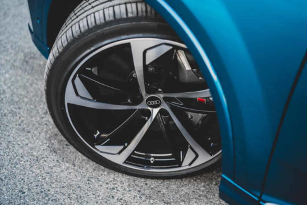 Audi Wheel of The Blue Color SQ7